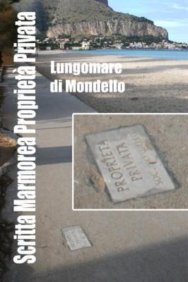 """Scritte """"Proprietà Privata Soc. Mondello"""" sul marciapiede confinante con la sabbia a Mondello"""